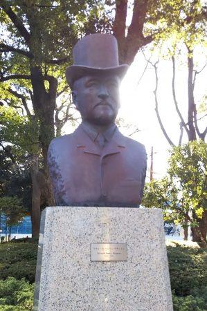 リチャード・ヘンリー・ブラントンの像