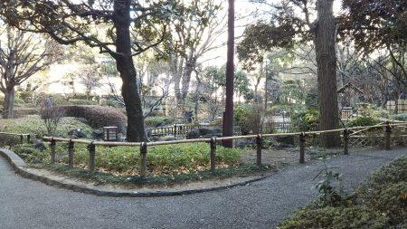 横浜公園内の小径